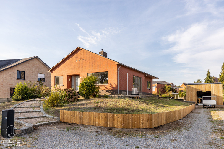 Gerenoveerd, Gelijkvloers, Gunstige ligging! 3 keer Gewonnen in deze knappe woning in Beringen