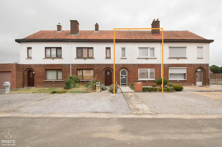 Rijwoning met 3 slaapkamers en 3 garages in rustige wijk in Koersel