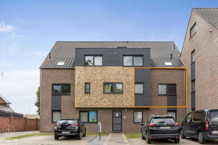 Instapklaar appartement met terras op rustige locatie in het centrum van Heppen