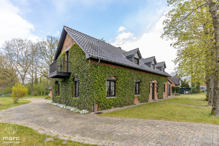 Te koop Charmante woning met 4 slaapkamers op knap, groen perceel vlakbij centrum Leopoldsburg