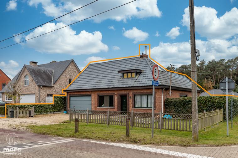 Gedeeltelijk gerenoveerde woning met zuidwestelijk georiënteerde tuin vlakbij het centrum van Leopoldsburg