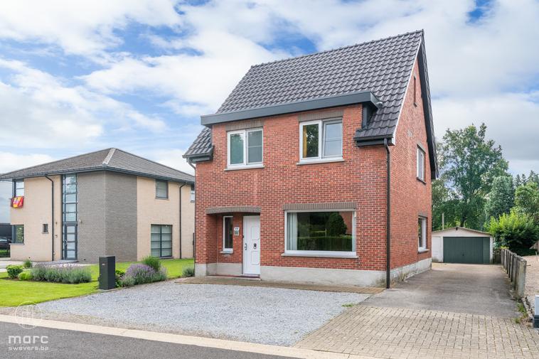 Op te frissen woning met drie slaapkamers op zonnig perceel (10a 26ca) nabij centrum Lummen