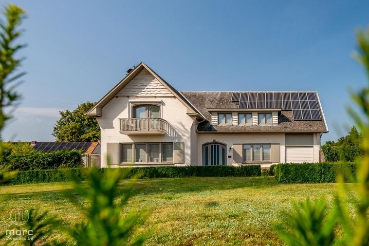 Nieuwe prijs   Aantrekkelijke & zeer ruime landwoning (303 m2) met vier slaapkamers