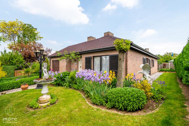 Vrijstaande gelijkvloerse woonst met 3 slaapkamers en prachtige tuin op toffe locatie