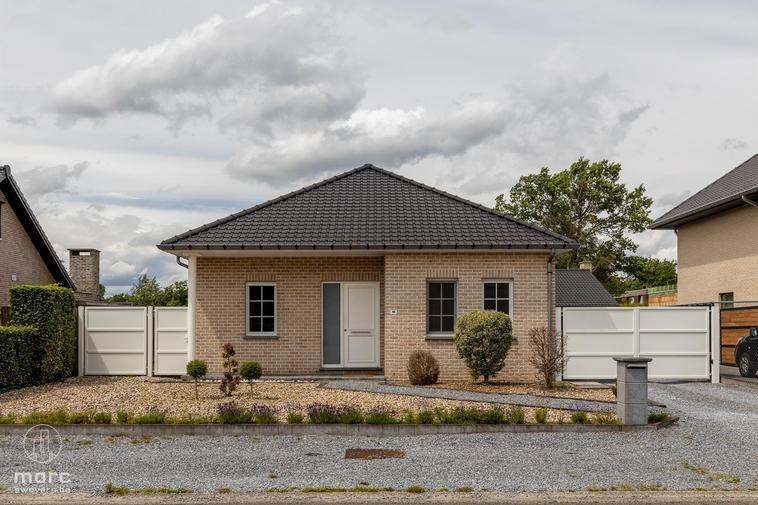 Knappe & recente gezinswoning met drie slaapkamers op landelijke ligging