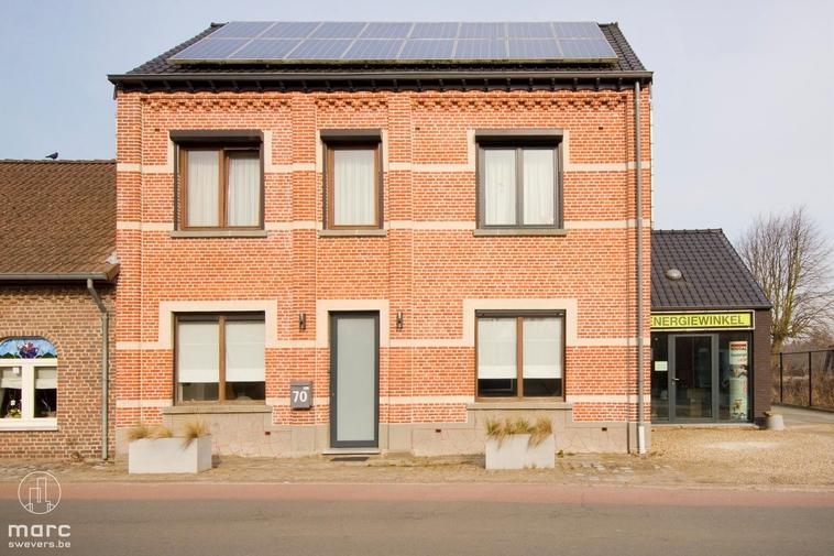 Gerenoveerde woning met nieuwbouwgedeelte en 4 slaapkamers