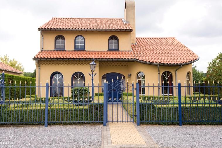 Spaanse villa met 3 slaapkamers vlakbij E313