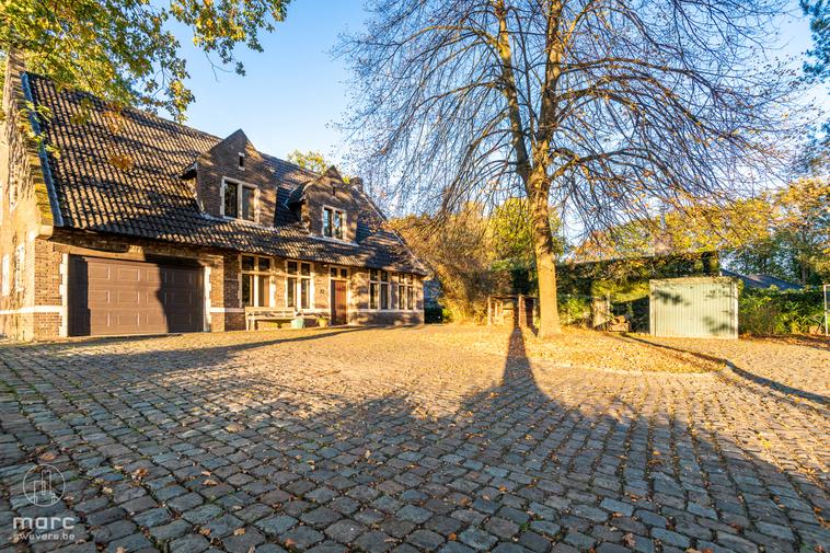 Te koop Riante woning met 8 slaapkamers op magnifiek perceel van 25a 59ca in de Bloemenwijk van Bolderberg