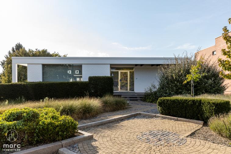 Stijlvol gerenoveerde villa (232m²) op 10a 21ca vlakbij het centrum van Sint-Truiden